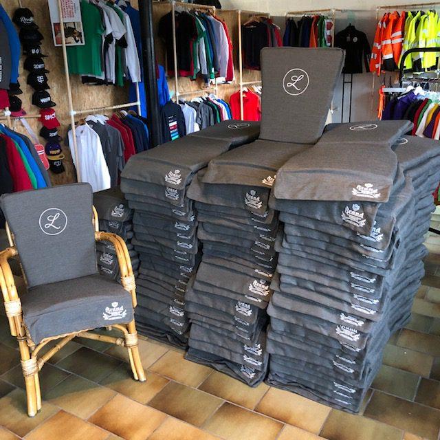 Terras stoelkussens laten borduren